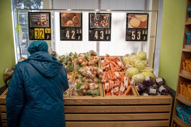 Kovid的食欲下降:阿穆尔州居民开始在食品,咖啡馆和美容院上节省钱/大流行已经严重影响了阿穆尔州地区居民的消费支出-阿穆尔斯塔特(Amurstat)记录了今年9个月零售市场营业额和有偿服务下降。阿穆尔族居民购买的食物,饮料和烟草减少了,大大节省了非食物物品。下降分别为0.9%和2.9%。他们开始很少去咖啡馆和餐馆。我们甚至进一步削减了成本:人口的支出几乎落在所有有偿服务上-交通,美容院,旅游业,甚至住房和公共服务。消费者的食欲如何下降,阿穆尔人的居民在哪里购买,以及他们花了最少的钱?