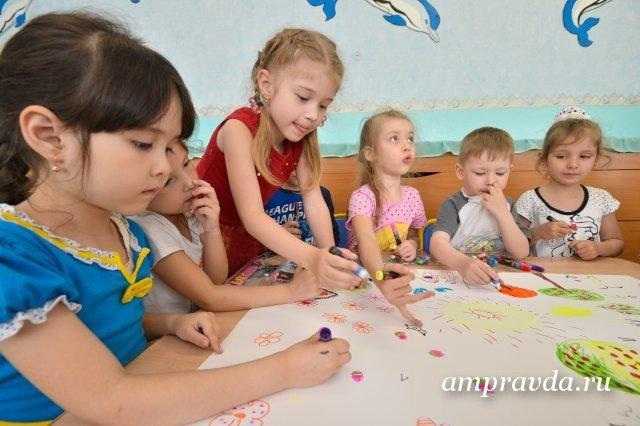 在六个月中,布拉戈维申斯克的80个家庭获得了部分私立幼儿园付款的证书/ 2020年,根据人口统计国家项目,布拉戈维申斯克和斯科沃罗丹的幼儿园为阿穆尔族学龄前儿童增加了120个名额。有了新的支持措施,区域中心的一岁半至三岁的私立幼儿园又增加了约30个名额。