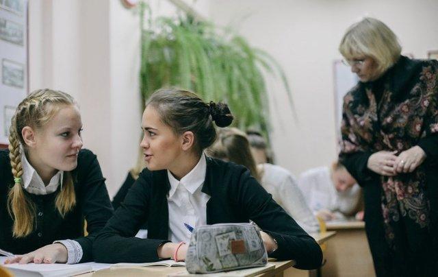 pornuha-ofis-studentka-hochet-horoshuyu-otsenku-i-gotova-na-vse-video