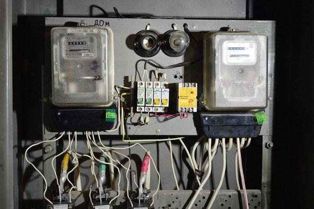 45 % домов в Амурской области не оснащены общедомовыми электросчетчиками. Фото: Андрей Оглезнев