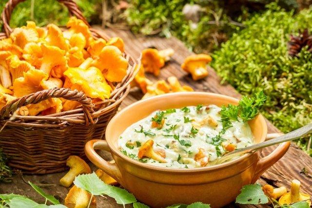 Что приготовить из грибов: рецепты выходного дня / Грибы— чемпион по содержанию белка. Вних его втри раза больше, чем вмясе, ивдва раза больше, чем вкурином яйце. Грибы быстро вызывают чувство насыщения ина длительное время оставляют чувство сытости.