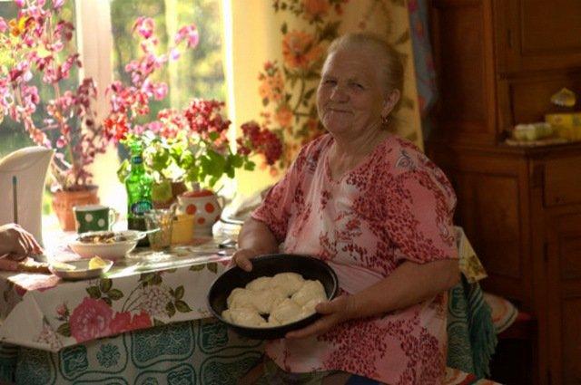 Русские старушки с внуками