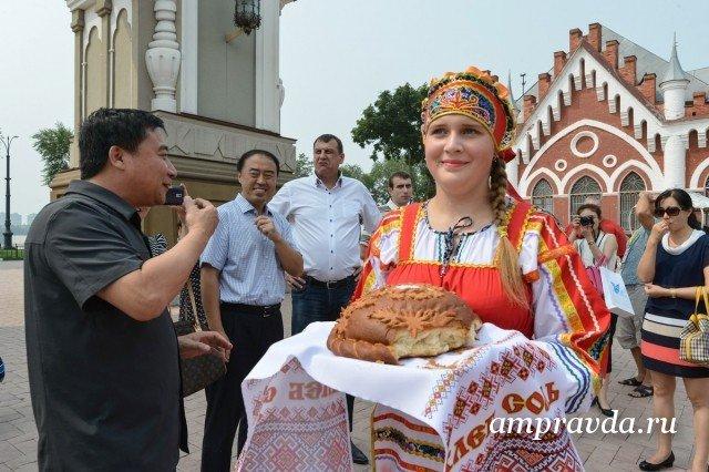 В России побит рекорд по числу туристов-иностранцев Количество иностранных туристов побывавших в России в 2015 году стало рекордным за