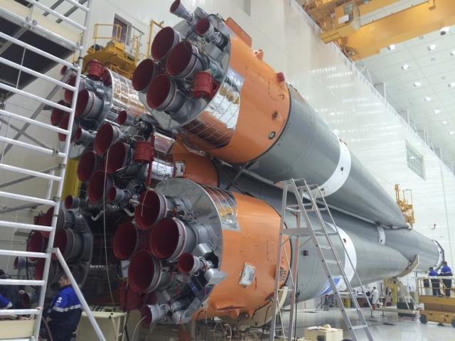 Собирать ракету-носитель на Восточном закончат к середине марта / На космодроме Восточный специалисты завершили цикл механической сборки пакета ракеты-носителя «Союз-2.1а» — собрали две ступени ракеты. Полностью завершить все работы с РН планируется у 15 марта.