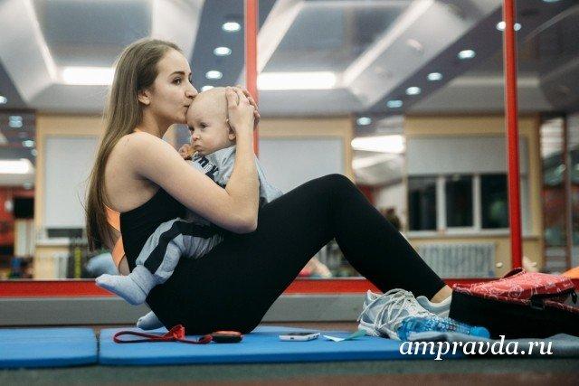 молодая спортсменка пришла на массаж ног видео
