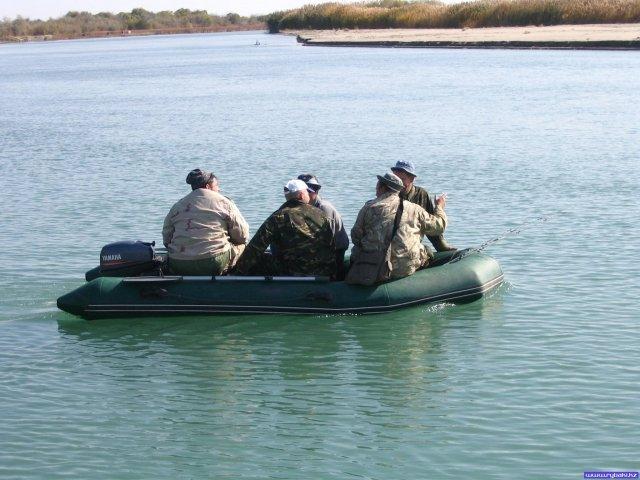 лодка для двух рыбаков