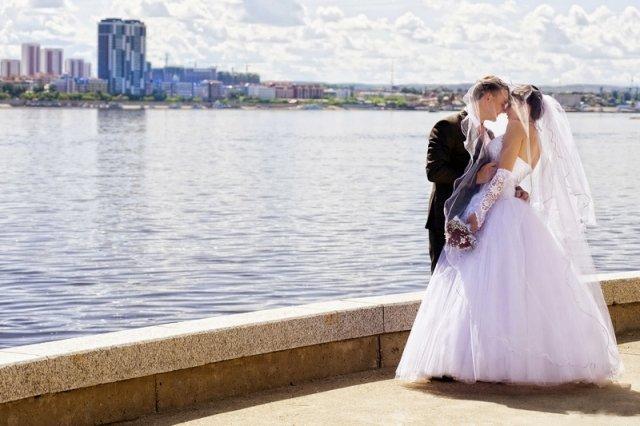 Свадьба экономкласса  из-за кризиса молодожены приглашают меньше ... 5b8bef11b69