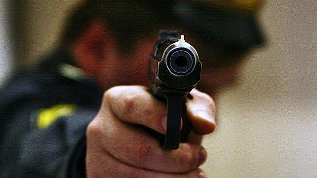 ВАмурской области полицейский застрелил убегавшего участника потасовки