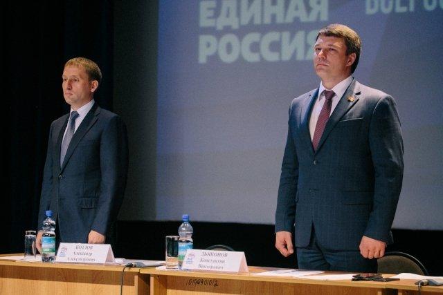 Амурский губернатор отдал свой мандат в областном Заксобрании учителю