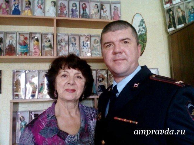 Уссурийские полицейские устроили акцию кДню матери