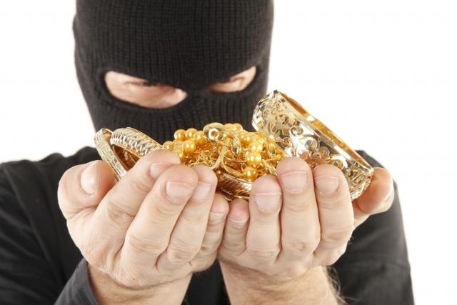 ВЗее случилось разбойное нападение наювелирный магазин