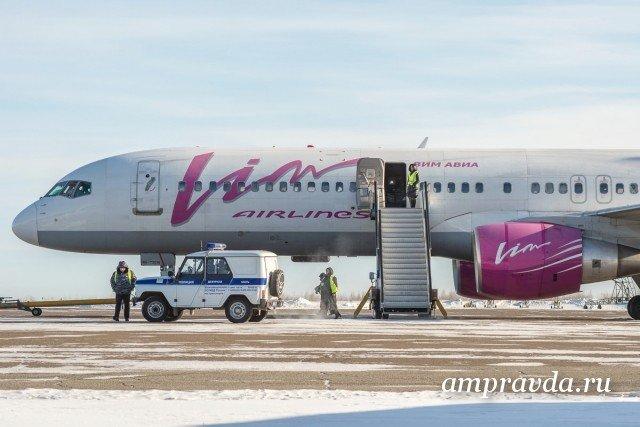 Погрузчик протаранил Boeing ваэропорту Благовещенска: без жертв