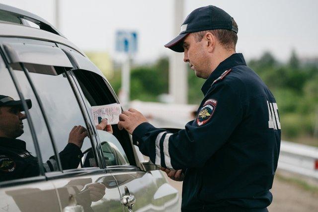 Кузбасс вошел в«десятку» регионов ссамыми деятельными сотрудниками ГИБДД