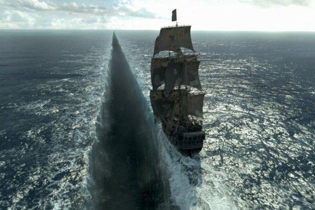 х ф Пираты Карибского моря : Мертвецы не рассказывают сказки смотреть — 15 тыс. видео