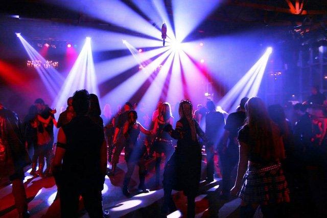 стриптиз в ночном клубе россия