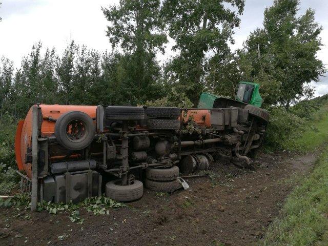 Бензовоз стопливом перевернулся вБелогорском районе