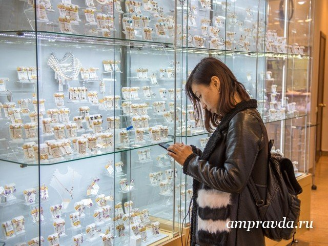 Китайские туристы охладели к истории СССР и едут в Россию на шопинг  Ассоциация туроператоров России подсчитала что поток туристов из Кит