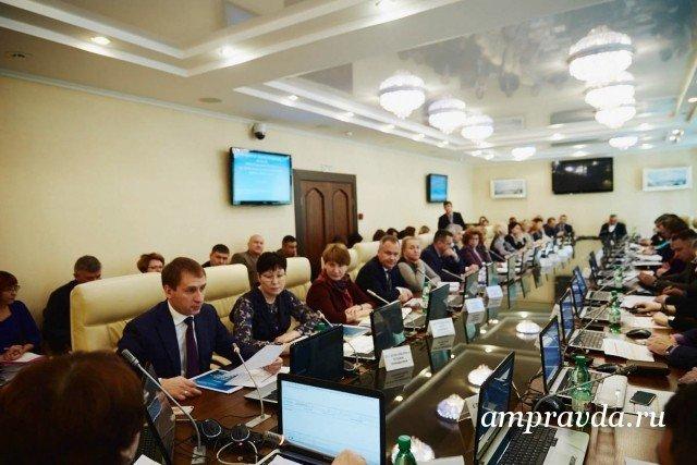 Больше 100 млн руб. долгов по заработной плате выдали строителям космодрома Восточный