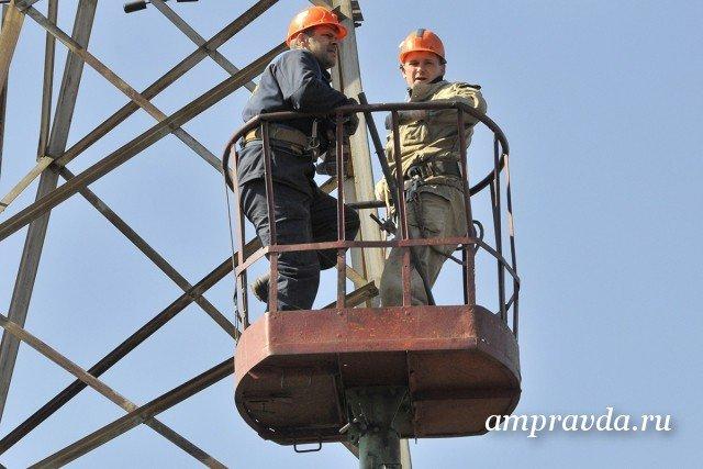 Губернатор ипредседатель облдумы поздравили воронежских работников энергетики
