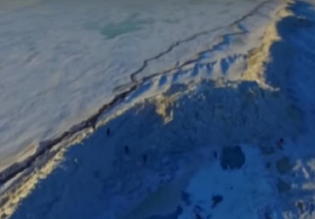 Огромная ледяная стена «выросла» награницеРФ иКитая