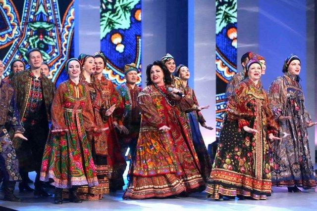 Создатель красных пиджаков Вячеслав Зайцев отметил 80-летие с ... 33aef599e5c