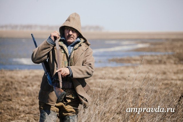 Охота на гусей откроется в субботу на юге Приамурья / 20 апреля на юге Приамурья откроется охота на водоплавающую дичь. Разрешено добывать только белолобых гусей и гуменников. Уток стрелять нельзя — на них охота в южной зоне запрещена. На севере области сезон охоты на птиц стартует позже — 4 мая. Здесь, помимо гусей, можно добывать селезней уток.