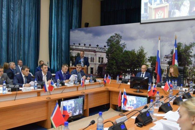 Депутаты гордумы Благовещенска внесли изменения в бюджет и попрощались
