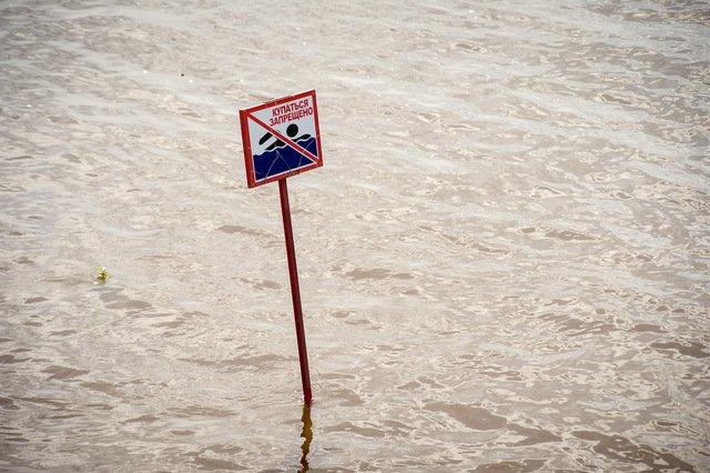В Белогорске запретили купаться в реке Томь из-за кишечной палочки / В реке Томь в районе Белогорска обнаружена кишечная палочка. Это показали результаты исследования пробы воды, сообщили в белогорской мэрии. Власти запретили купаться в реке.