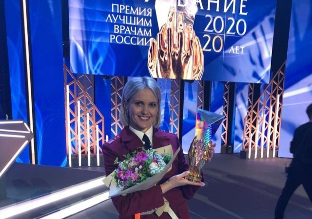 两名阿穆尔医生因在俄罗斯边境与冠状病毒作斗争而获奖,今年阿穆尔州的卫生医生被授予了俄罗斯的主要医学奖-呼唤。 Rospotrebnadzor地区部门流行病学监测部门负责人Olga Korotkoruchko和阿穆尔州卫生与流行病学中心微生物研究实验室的病毒学家Polina Kositsina荣获了该奖项。
