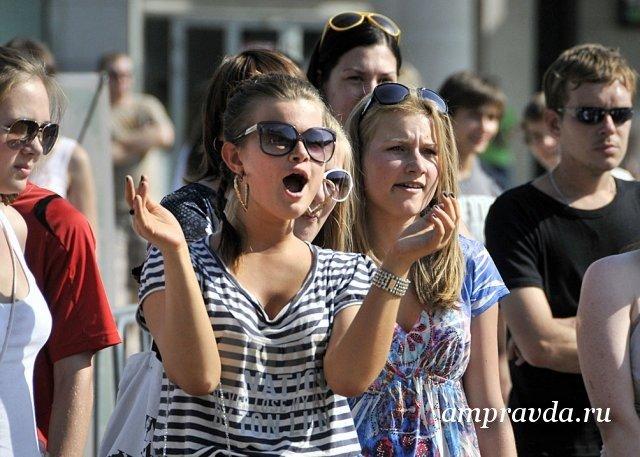 布拉戈维申斯克在线庆祝青年日/ 6月27日下周六,布拉戈维申斯克将庆祝青年日。为在这座城市度假,准备了快闪族,测验,与滑板手工作坊的音乐会,焰火表演和其他娱乐活动。的确,由于冠状病毒的存在,几乎所有的人都可以上网。