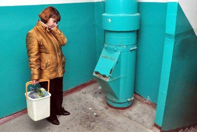 垃圾槽将在俄罗斯的高层建筑中消失/在俄罗斯,他们提议保留所有房屋中的垃圾槽,并放弃在新建筑物中的设计。俄罗斯联邦公共法庭,全俄自然保护协会和法律协会发展研究所向建筑,住房和公共事业部长发出了相应的呼吁。