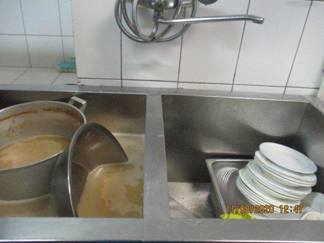 В Благовещенске 19 человек заразились сальмонеллёзом  в популярной столовой / На два месяца закрыли популярную столовую в центре столицы Приамурья. Как выяснилось, здесь заразили сальмонеллёзом 19 человек. Проверка нашла грубые нарушения санпина.