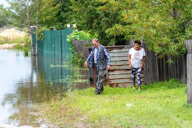 在阿穆尔州,仍有151处居民区和3条道路被淹。9月9日,在阿穆尔州,四个城市的9个定居点仍然被水淹没。水中有151个家庭用地,其中大部分集中在布拉戈维申斯克(62),伊万诺夫斯基(Ivanovsky)区-52和罗姆宁斯基(Romnensky)区-37。在一天的过程中,被水淹没的菜园数量减少了26。此外,水仍然没有离开三个路段:两个位于泽里斯基区Seryshevsky区。没有运输联系就没有定居点。也没有淹没的私人住宅建筑物和具有社会意义的物体。