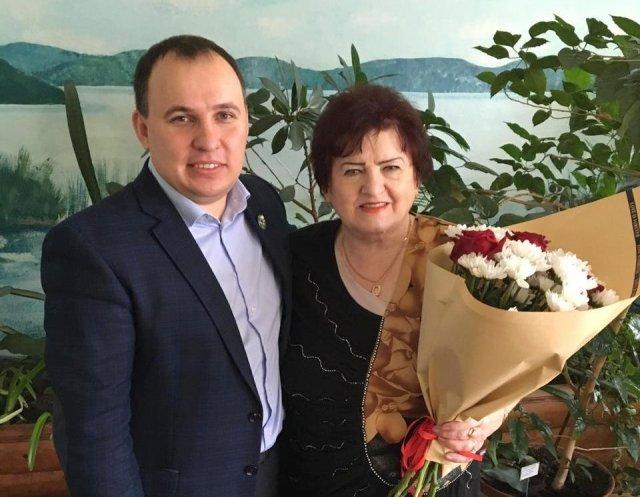 """""""来自上帝的老师"""":来自Tynda的Tamara Sidorenko进入了俄罗斯联邦前三名的人民老师/"""