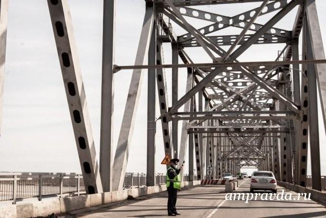 Можно ехать: мост через Зею в Благовещенске открыли для большегрузов / С сегодняшнего дня, 3 октября,сняты ограничения по весу для транспорта, проезжающему по мосту через Зею.