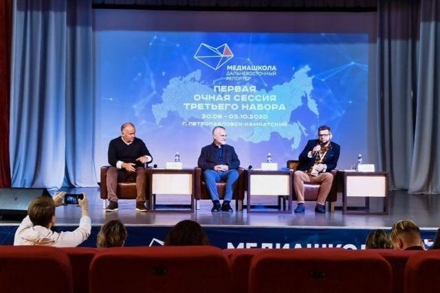 """两名阿穆尔族作家提名""""远东""""文学奖/两名阿穆尔族作家提名有关远东的主要文学奖。提名的""""长名单""""包括安德烈·科瓦连科和瓦列里·科尼年科。远东奖的提名人弗拉基米尔·阿涅尼耶夫(Vladimir Arseniev)在Petropavlovsk-Kamchatsky的新闻发布会上被介绍。长名单中总共包括30个名字。"""