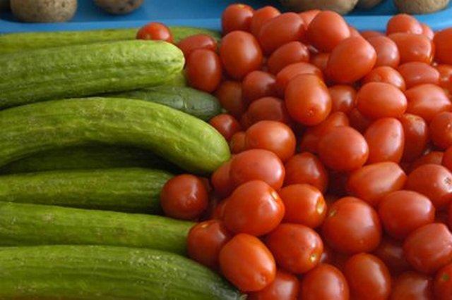 阿穆尔州地区的西红柿,黄瓜和葵花籽油价格上涨。9月,阿穆尔州地区的新鲜西红柿和黄瓜价格上涨。西红柿的价格上涨了27个半百分点,而黄瓜的价格上涨了近17%。葵花籽油价格上涨10%,糖价格上涨4%。香肠,粉丝,红茶的价格上涨了1.5-2.7%。