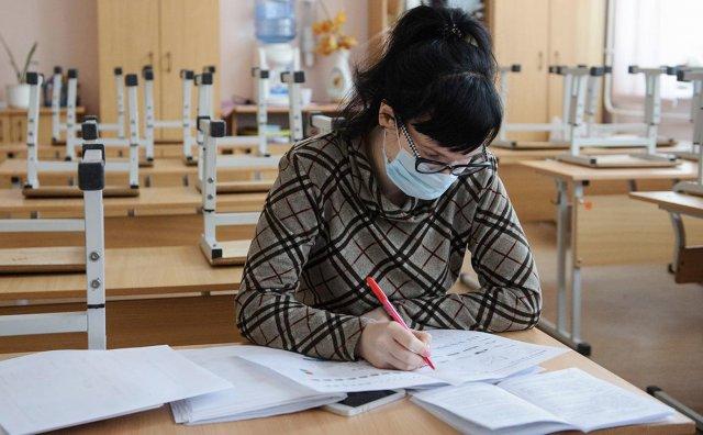 将为阿穆尔州教师购买增强免疫力的药物/在阿穆尔州,本周有30名教师患了冠状病毒,上周有19例。在该地区行动总部的一次会议上讨论了在这种情况发生前夕,教师和教育者之间的发病率问题。 Rospotrebnadzor Olga Kurganova地区部门负责人建议对50岁以上的老师进行药物预防。已经采取了类似的措施来预防卫生工作者。