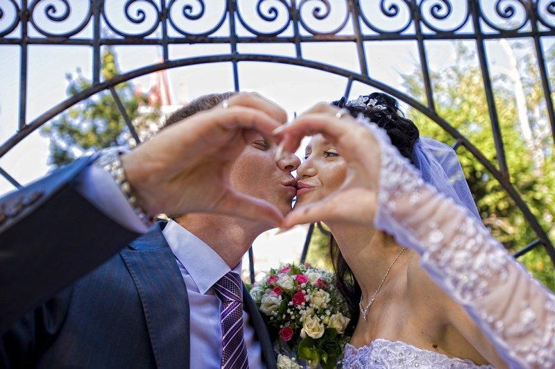 Средний бюджет свадьбы в Благовещенске остался на уровне 2014 года, но  объем услуг уменьшился  молодожены отказываются от лимузинов и фейерверков,  ... 28d2fefbeb1