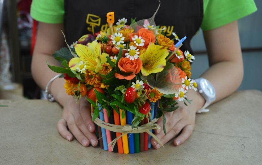 какие цветы подарить учителю на 1 сентября фото