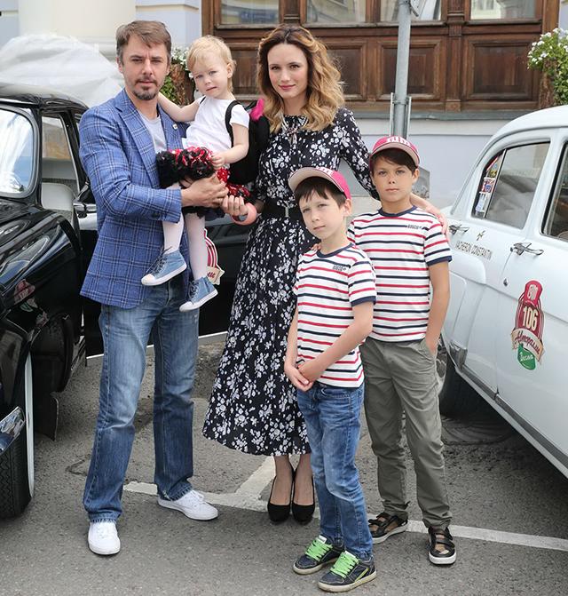 обитателей игорь петренко биография фото семья дикого кабана куча