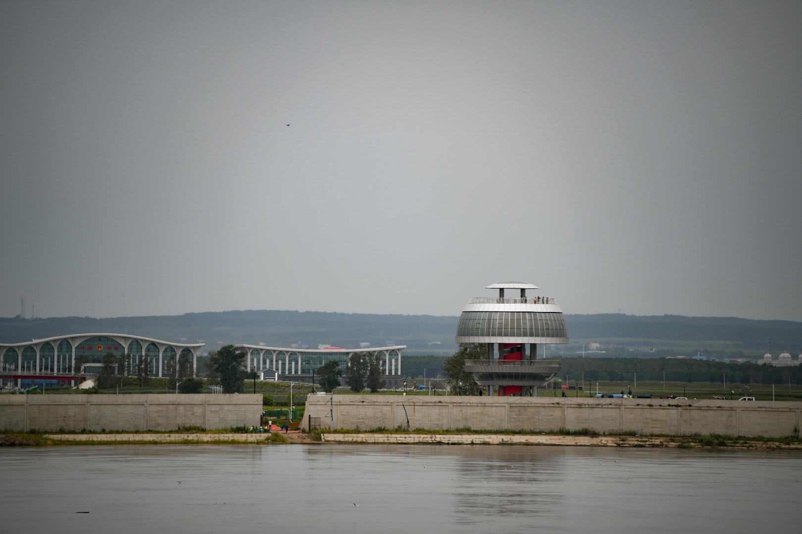 В Хэйхэ заканчивают строительство смотровой башни возле моста через Амур