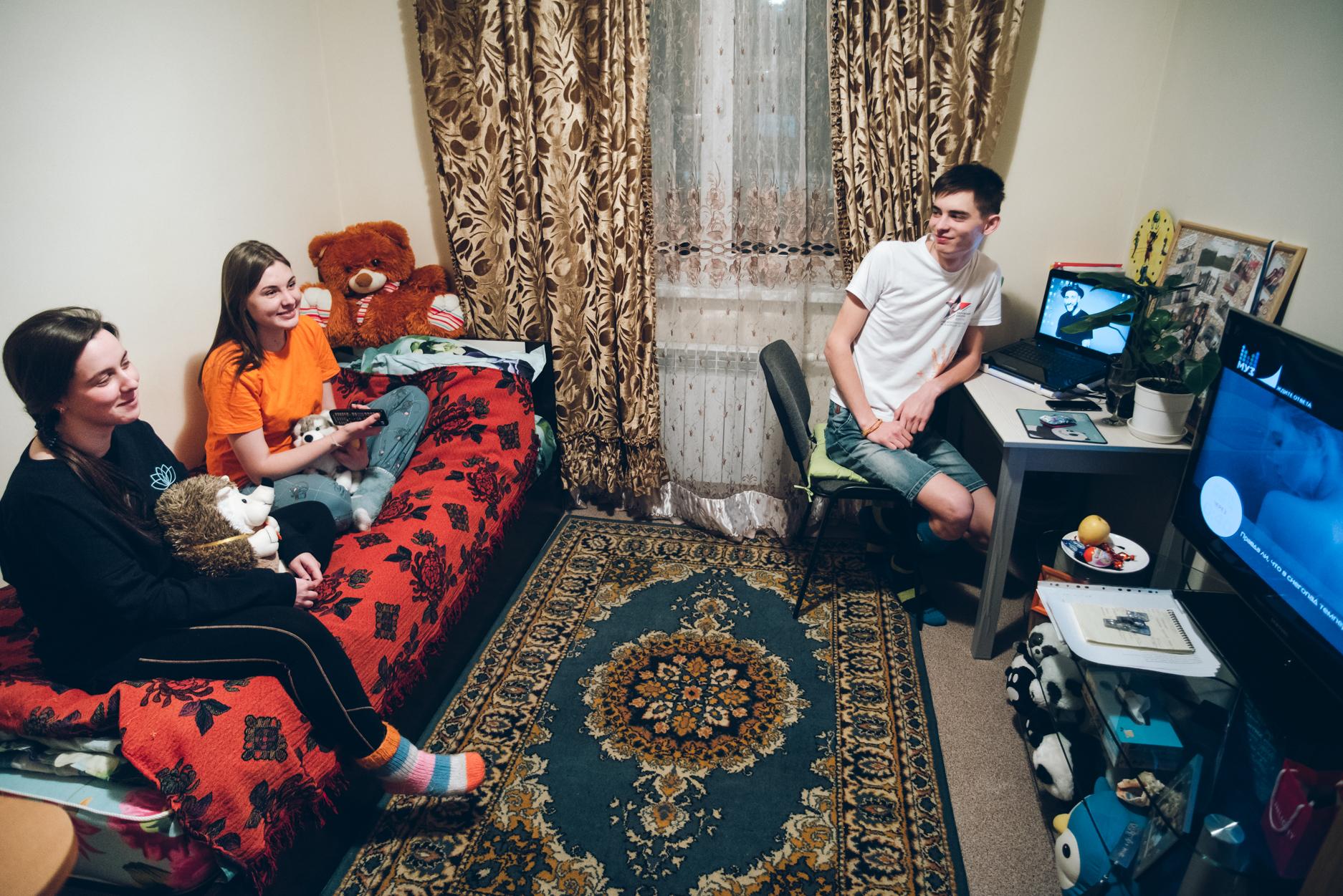 studencheskaya-moskovskaya-obshaga-videoroliki-ogromnie-doyki-trah