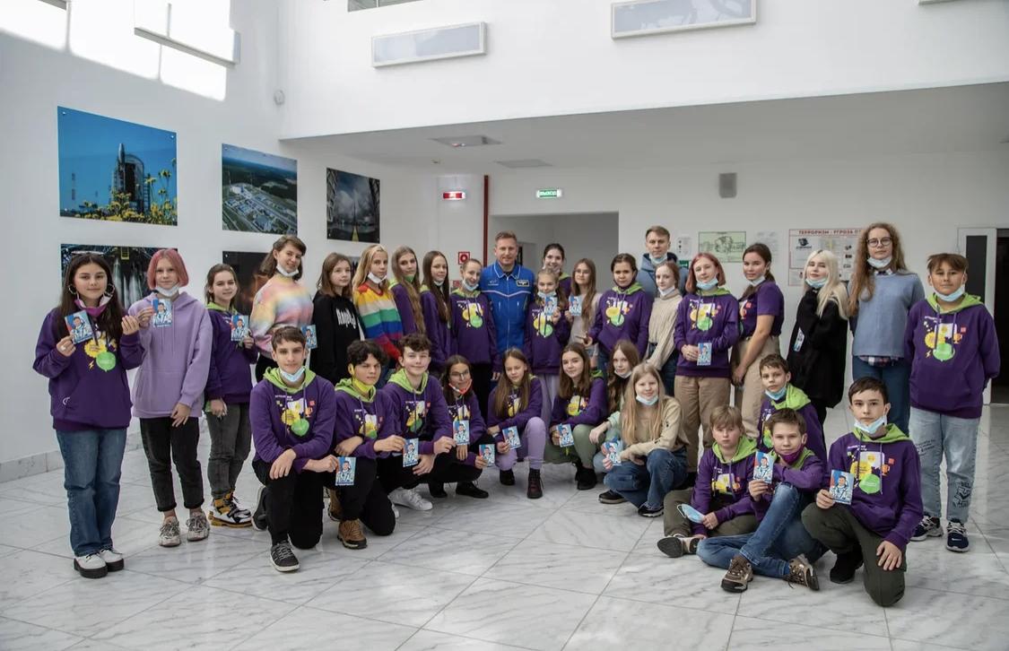 Победителям конкурса «Большая перемена» устроили экскурсию по Восточному и встречу с космонавтом